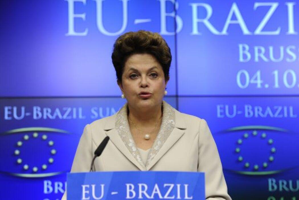 4.- DILMA ROUSSEFF: Es la actual presidenta de Brasil. Tiene 66 años.