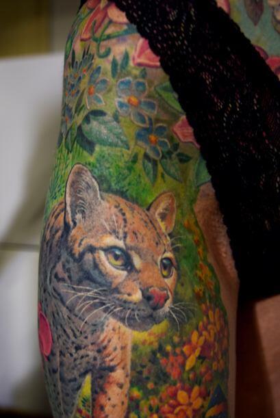 Y sobre todo, por el enorme tatuaje que él le propuso que le har&...
