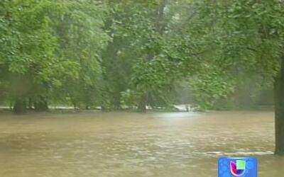 Enormes aguaceros inundan a gran parte del país