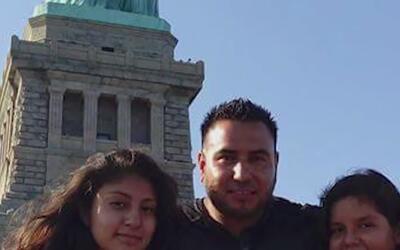 Un hispano enfrenta una posible deportación en un centro de detención en...