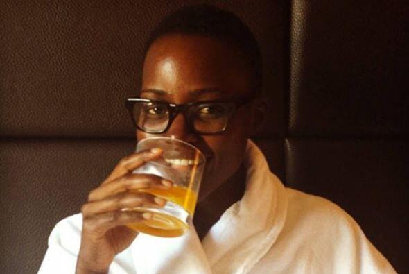 Lupita Nyong'o deslumbró al natural, ¡hasta en bata!