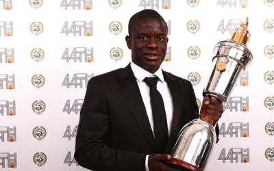 N'Golo Kanté recibe el premio a Mejor Jugador del Año
