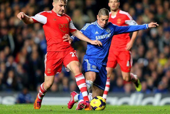 Chelsea también jugaba y lo hacía en Stamford Bridge contr...
