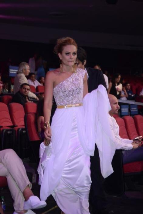 Laura Carmine, una de las estrellas que presentó un premio.