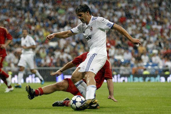 Fernando Morientes volvió a estar en el ataque madridista.