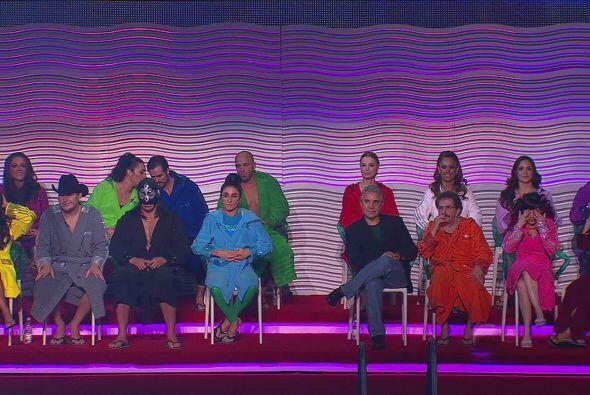 Los famosos lucieron coloridas batas pero, ¿qué había debajo de ellas?