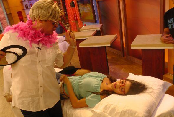Alan le dio sus mejores consejos de belleza a Ana, para que luzca espect...