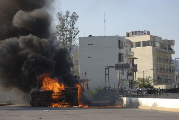 Los carros dañados se encontraban estacionados cerca del lugar donde fue...