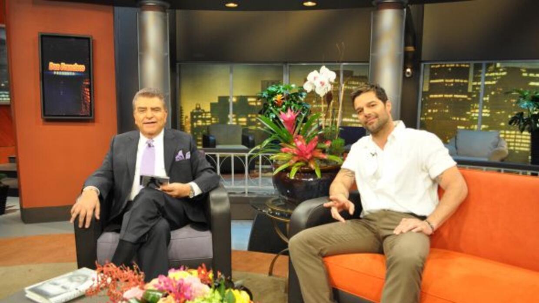 Don Francisco invita a a su público para que disfruten de sus entrevista...