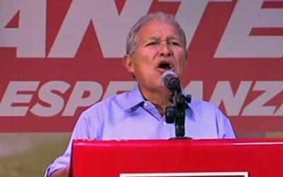 Electores salvadoreños divididos en las urnas