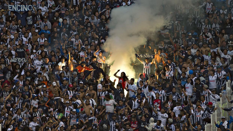 Cientos de aficionados de Monterrey estuvieron presentes en Puebla
