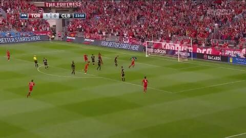 Brillante triangulación de Toronto FC con excelente definición de Giovinco