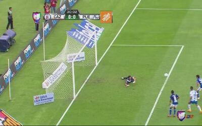 Cruz Azul vs Puebla: Gran desvío de Cota evitando el primer gol cementero