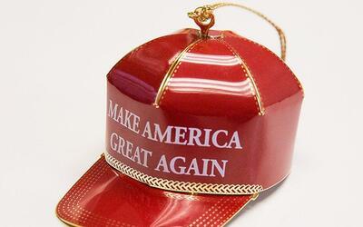 La réplica de la famosa gorra está hecha de bronce con aca...