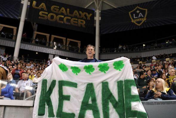 Los seguidores del equipo de Los Angeles lo recibieron con los brazos ab...