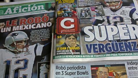 Los periódicos mexicanos destacaron el tema del jersey de Brady.