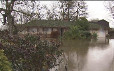 Desbordamiento del río Cosumnes causa estragos