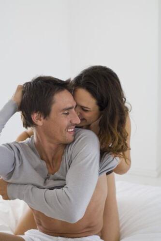 """""""Hay que besar y acariciar el cuerpo de nuestra pareja. Cuando ésta comi..."""