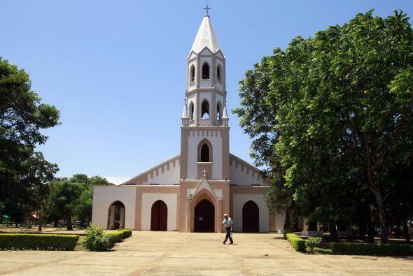La ciudad cuenta también con una pequeña joya arquitectónica, la iglesia...