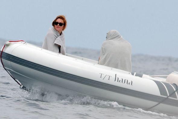 ¡Estar en el ojo del huracán la llevó a cubrirse con una toalla hasta el...