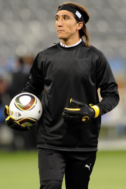 Juan Castillo:   Fue mundialista por Uruguay en el 2010, era el suplente...