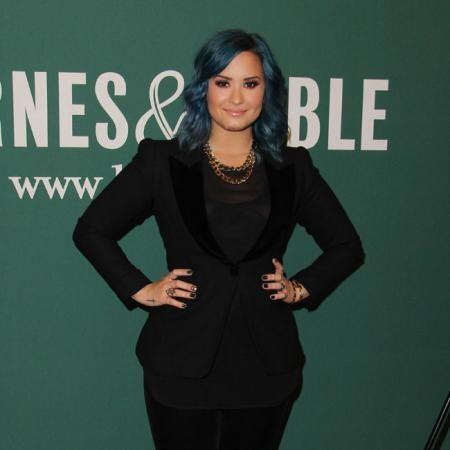 Demi Lovato no se quedó atrás y le agradeció las du...