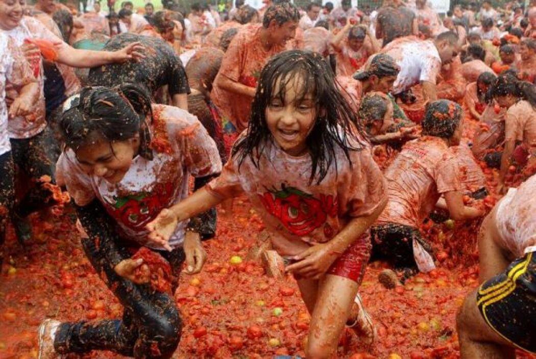 La tomatina es una excusa para compartir un momento de alegría y diversión.
