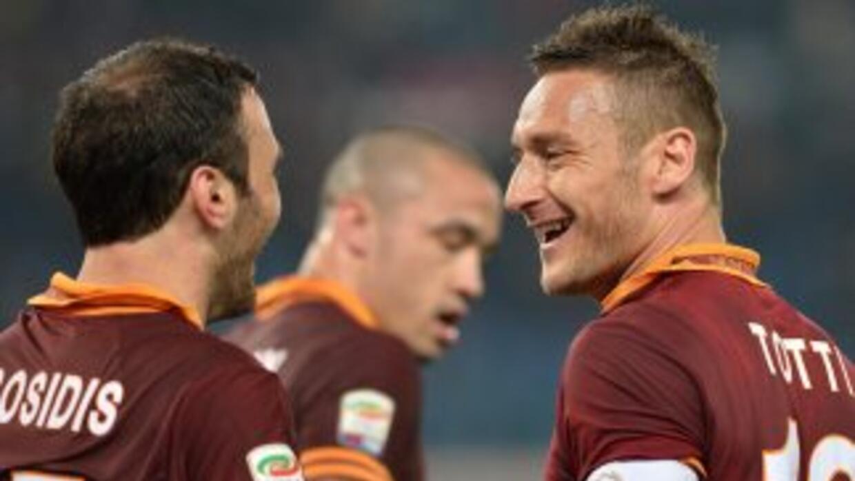 La Roma, con gol incluído de Totti, ganó su partido de la jornada, al ig...