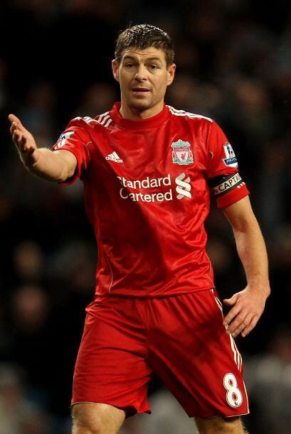 Entre los jugadores que definieron su futuro, el inglés Steven Gerrard f...