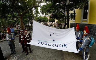 Izan la bandera de Mercosur en Caracas