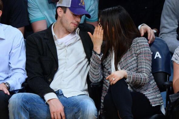 La pareja no pudo pasar desapercibida, ya que decidieron sentarse en la...