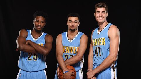 De izquierda a derecha, estos son Malik Beasley, Jamal Murray y Juan Her...