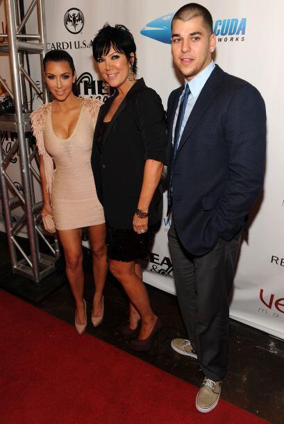 Los padrinos del novio, incluyendo a Robert Kardashian, hermano de Kim,...