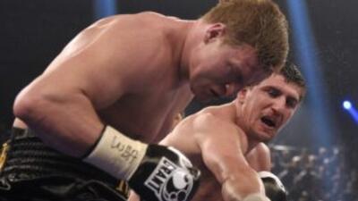MArco Huck golpea a Arslan en la ruta a su victoria.