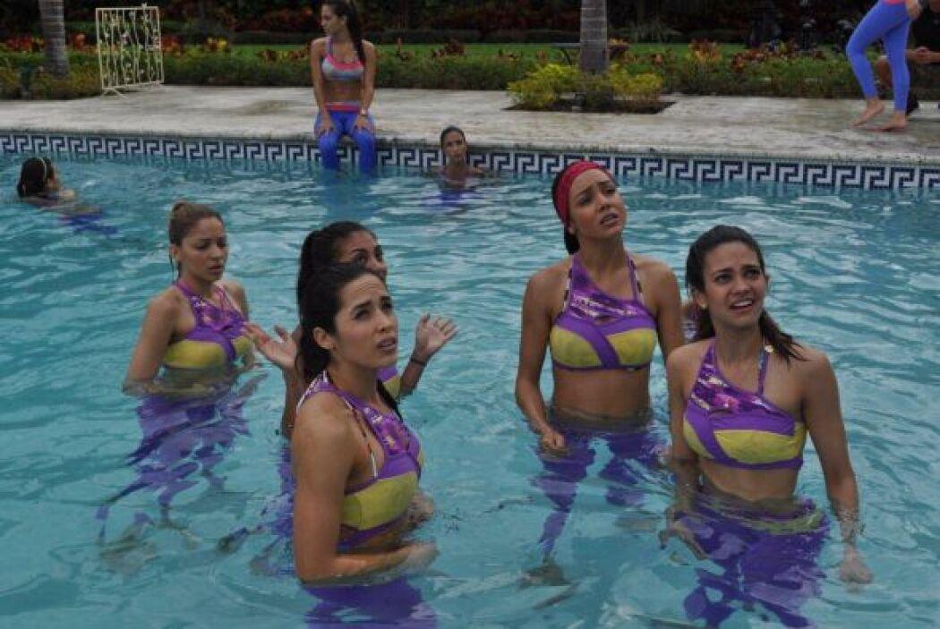 Las chicas tuvieron que demostrarle a Claudia Molina su buena condición...