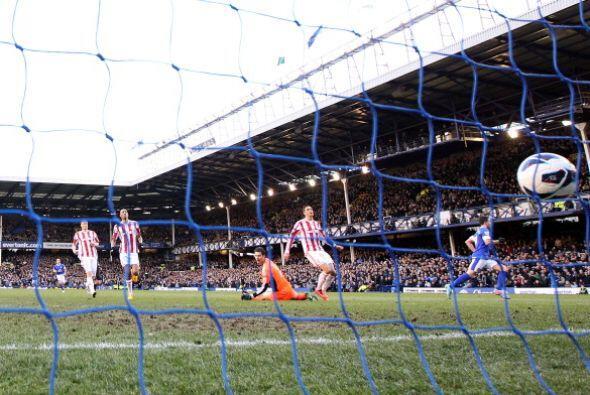 Miralles hizo el único gol del partido en el triunfo del Everton...