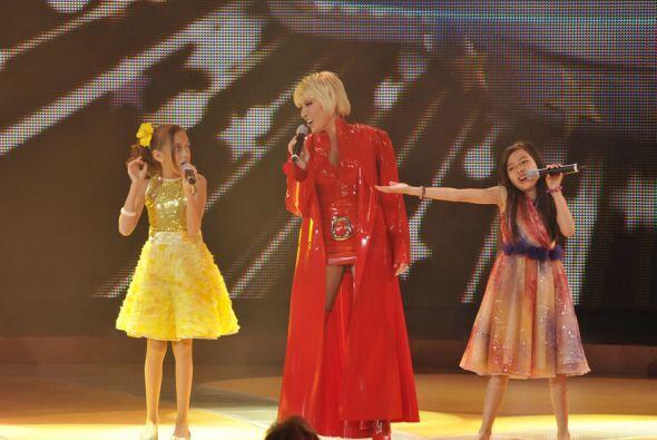 Para cerrar con broche de oro Yuri cantó junto a Joselyn y Magaby el tem...