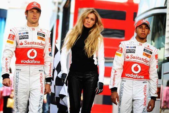 Jenson Button y Lewis Hamilton de la escudería McLaren-Mercedes particip...