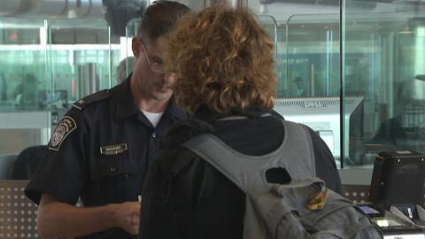 ¿Agentes de CBP tienen derecho a revisar computadores y celulares de via...
