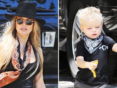 Mira a Fergie con su hijo Axl.