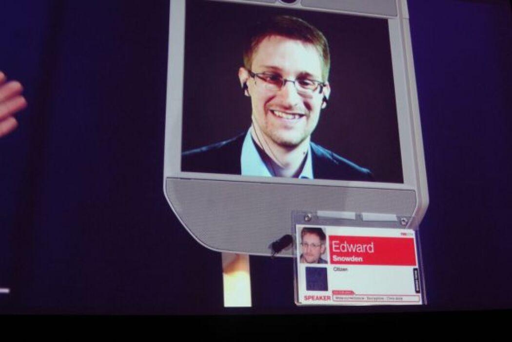 1 de agosto: Rusia decide conceder finalmente asilo a Edward Snowden. Se...