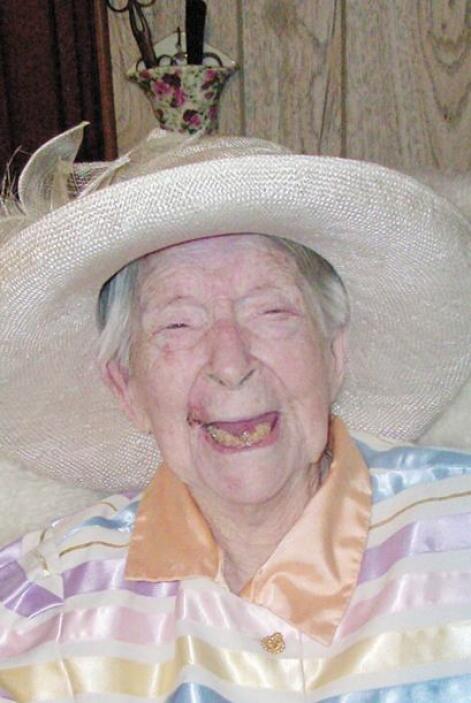Según algunos reportes periodísticos Sanborn nació en julio de 1896, sin...