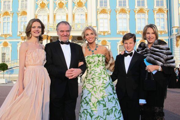 Podría ser hija del Rey Juan Carlos. Total, Corinna sólo tiene 50 años,...