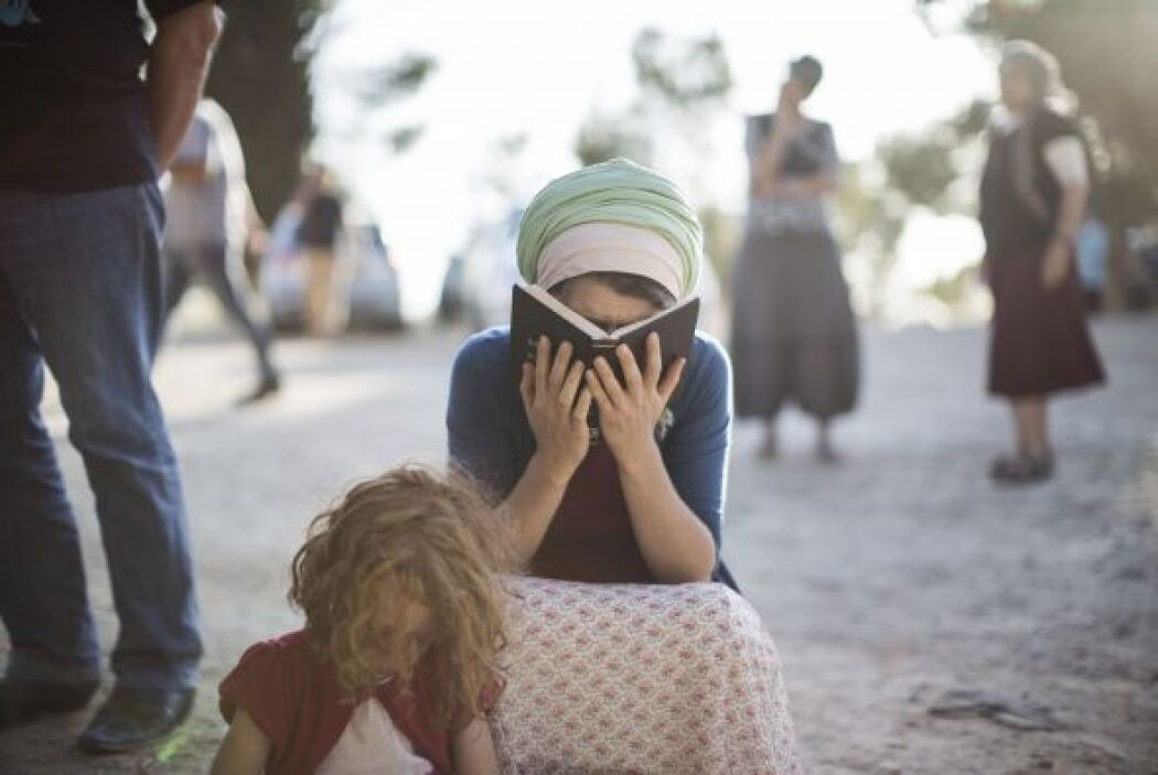 Palestinos e israelíes oran para un retorno seguro de los tres adolescen...