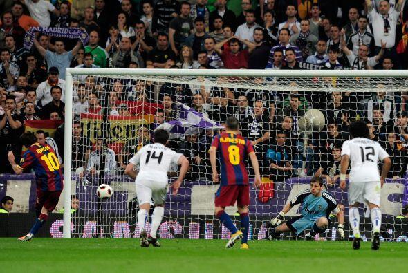 Casillas adivinó la trayectoria pero se pasó de largo.