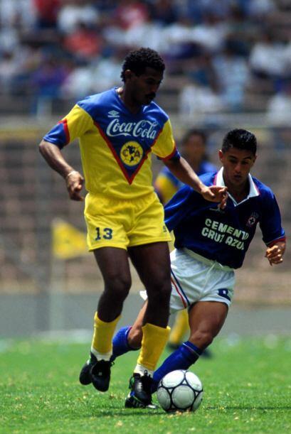 Antonio Carlos Santos llegó al futbol mexicano para la temporada 1987-19...