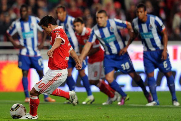 Se marcó un penalti en favor del Benfica y el argentino Javier Saviola l...