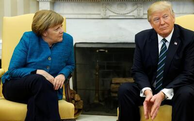 En video: el incómodo momento cuando Trump no le da la mano a Merkel