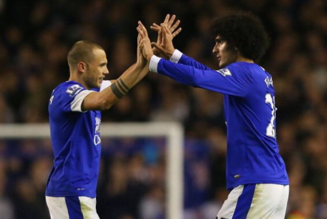 Al final el Everton ganó 2-1 con goles de Fellaine (en la foto celebrand...