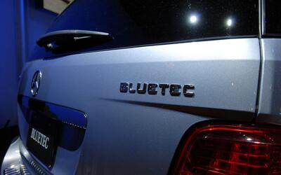 La efectividad de la tecnología diésel limpia BlueTec de Mercedes-Benz e...